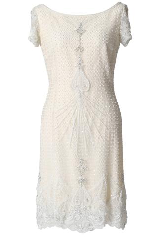 全体に繊細なビーディングが施されている、ショートスリーブタイプのショート丈ウエディングドレス。花嫁様の2次会やご両家顔合わせなど様々なシーンにおすすめなショート丈ドレスです。