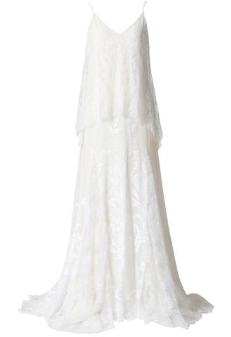 フラワーモチーフのホワイトレースを幾重にも重ねているキャミソールタイプのナチュラルなウエディングドレス。花嫁様の2次会にもおすすめ。