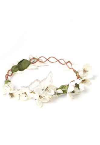 ホワイトのお花が咲く、ナチュラルでフェミニンなリース型のヘッドアクセサリー