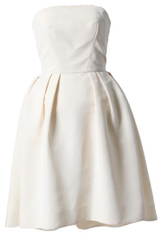 アイボリーカラーのMonique Lhuillierのベアのシルクドレス