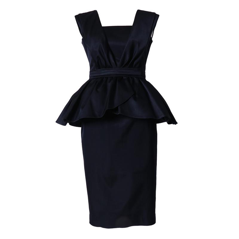 バックシャンなデザインのぺプラムデザインドレス。パーティーシーンにおススメです。