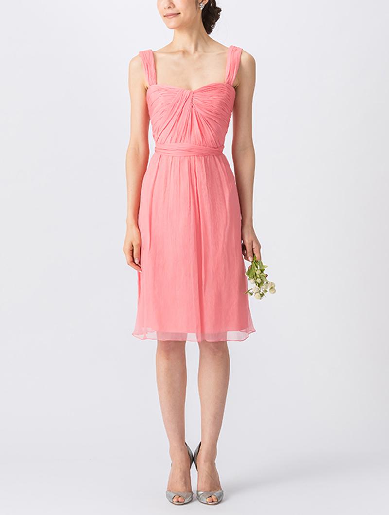 濃いピンクで、キャミソールタイプのショート丈ブライズメイドドレス