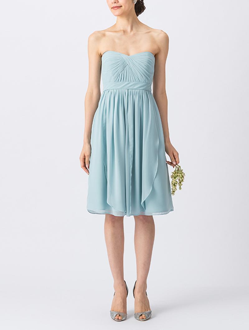 淡いブルーのベアタイプのショート丈ブライズメイドドレス