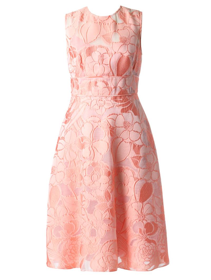 全体におおぶりなフラワーモチーフが施されたピンクのノースリーブフレアドレス