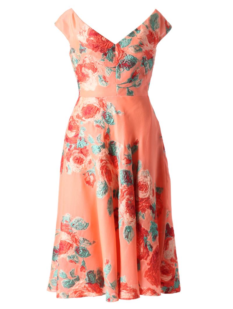 オレンジ色のショートスリーブタイプのフレアワンピース。オレンジ色のオーガンジー素材におおぶりなフラワーモチーフの刺繍が施された、胸元が大きくVカットされているフレアワンピースとなります。