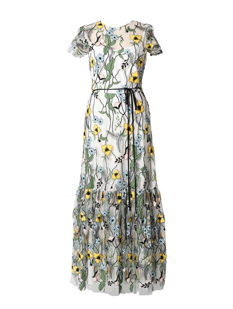 シースルーのベースにイエロー、ブルー、グリーンのレース刺繍が施された、ノースリーブタイプのロングドレス