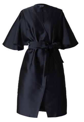 着物のようなデザインのオールブラックドレス