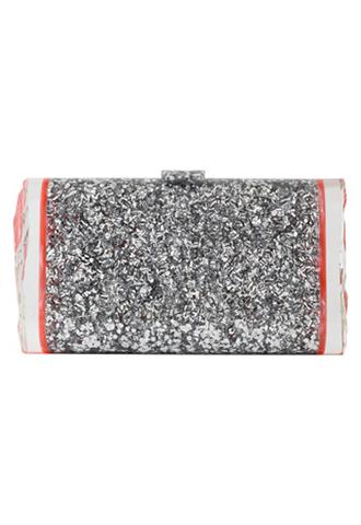 シルバーのビジューがたくさん埋め込んであるゴージャスな長方形のクラッチバッグ。サイドのピンクのラインがポイント。