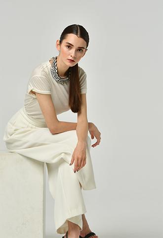 伸縮性のあるジャージー素材のシルクカシミアのホワイトTシャツ