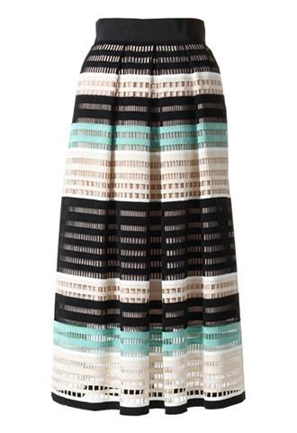 ブラック、グリーン、ベージュのボーダーがレトロテイストなスカート