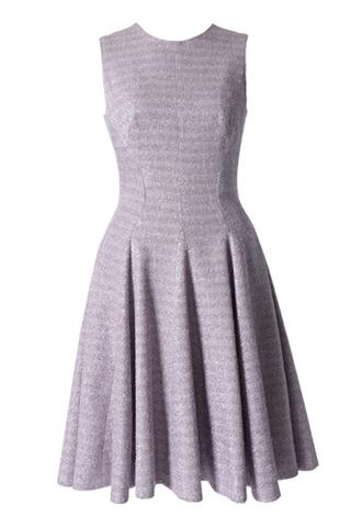 淡いパープルのシャイニー素材フィット&フレアAラインドレス