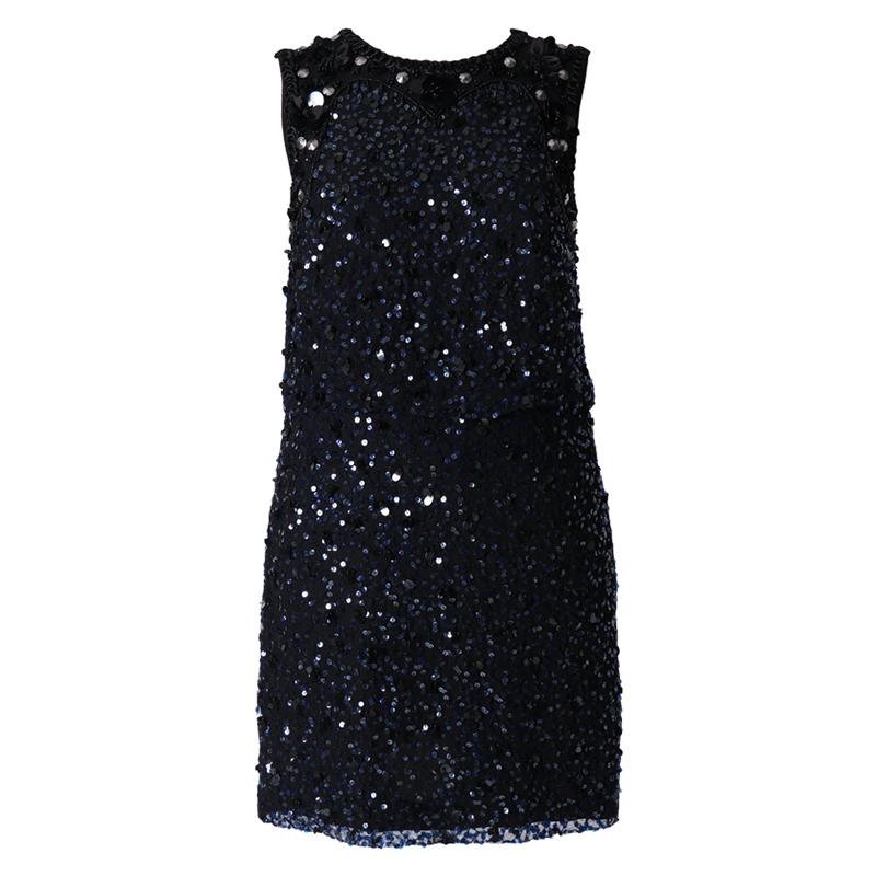 ブラックのベースに、ネイビーのスパンコールとビジュー刺繍が施されたミニ丈ドレス