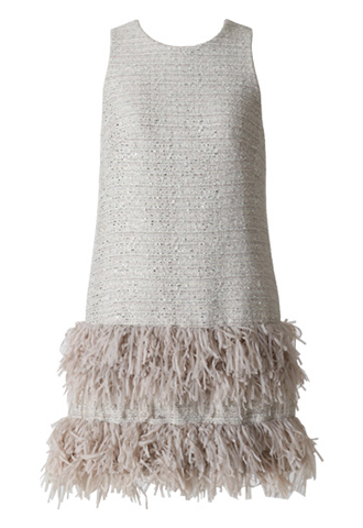 裾に2段のフリルがあしらわれた、輝きのあるグレーのジャガード素材のノースリーブタイプのワンピース