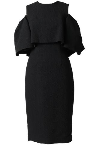 肩を見せるデザインのトップスにタイトスカートを合わせたジャガード素材のオールブラックドレス