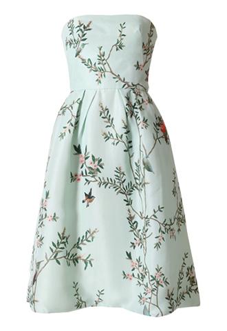 グリーンのベースに鳥と花がブリントされた、ベアタイプのショートドレス