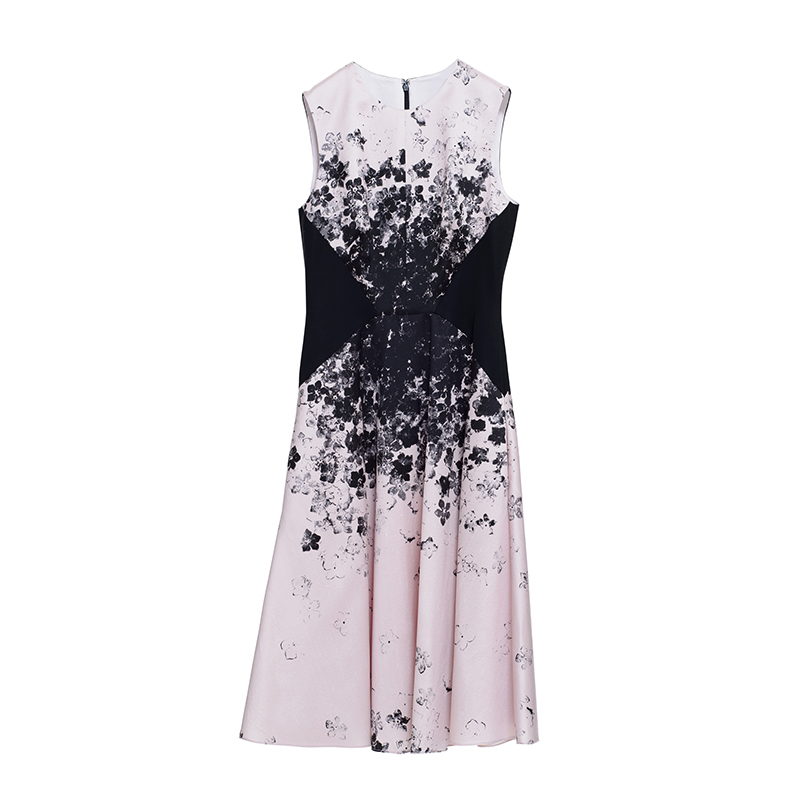 ピンクのノースリーブタイプのフィット&フレアのAラインドレス。ピンクのベースに、胸元から腰までに施されたブラックのフラワープリントがスタイルアップしてくれるノースリーブタイプのワンピースです。