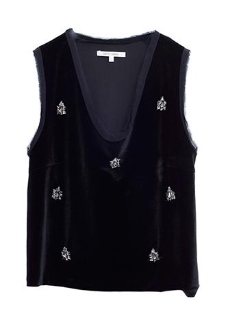 光沢のあるベロア素材に、大ぶりなビジューの刺繍が施されたノースリーブのブラックトップス