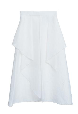正面がスリットのように大きく開いた、ホワイトのミニ丈フレアスカート