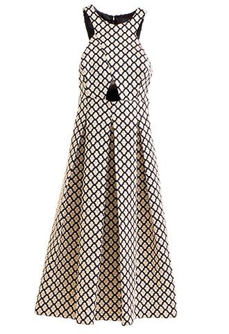 ブラックとゴールドのノースリーブタイプのロングドレス。ブラックのベースにゴールドのフラワーモチーフの刺繍が全体的に施され、腰からタックが入っているゴージャスなロングドレスとなります。
