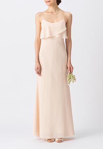 淡いピンクで、シンプルなデザインのキャミソールタイプのロング丈ブライズメイドドレス
