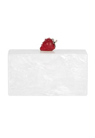 いちごのモチーフが乗った、ショートケーキをイメージした長方形のクラッチバッグ