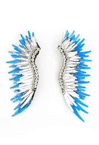 ブルーとシルバーの羽のような、スタイリッシュなイヤリング