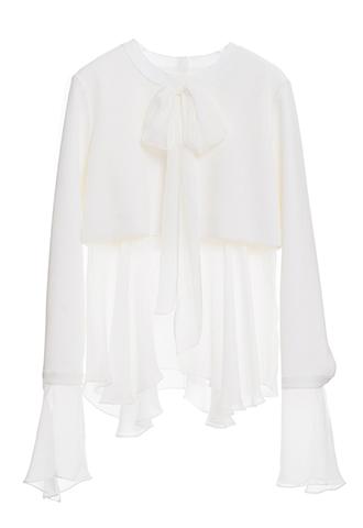 ホワイトのロングスリーブタイプのトップス。首元のボウタイデザイン、長めのスリーブ袖口、透け感のあるウエストラインのシルクシフォンが特徴的なホワイトの長袖タイプとなります。
